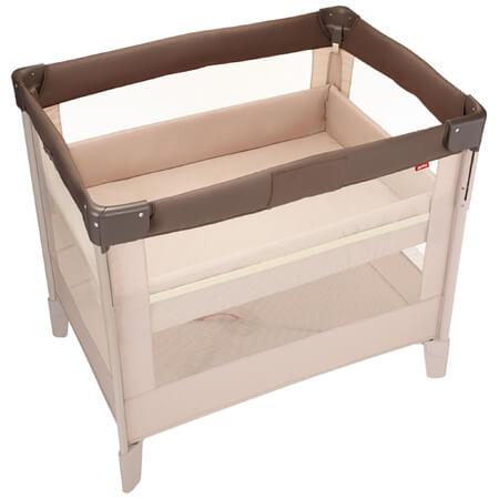 『コンパクトにたためる』ベビーベッド「ココネル」。 『コンパクトにたためる』ベビーベッド「ココネル」。前枠を上下することができるので、赤ちゃんの乗せおろしや毎日のお着替え、おむつ替えに便利で、使わないときはママひとりでコンパクトにたためます。キャスター付きだから移動もラクラク。さらに赤ちゃんが大きくなったら、床板の高さを上段から下段に付け替えることで、プレイヤードとして、昼間の遊び空間に。2歳頃まで長く使えます。 ベビー布団特集を見る 【ミニサイズ】丸洗いできる!体圧分散ベビー布団9点セット●サイズ/【使用時】縦約73(cm)・横約104.1(cm)・高さ約95(cm)、【閉じた時】縦約27(cm)・横約29(cm)・高さ約95(cm)・重量約14.9(kg) ●素材/枠:スチール・ポリプロピレン・ABS樹脂・ポリアミド、底板:MDF(中質繊維板)100%、ネット部分:ポリエステル100% ●生産国/中国 ●ブランド/アップリカ ■大型商品(別送/配達指定はできません) ■実寸サイズ ■使用期間:新生児(体重2.5Kg)-生後24カ月(体重13Kg)まで ■床板の高さ:上段:新生児-つかまり立ちができるまで、下段:つかまり立ちができる頃-24カ月まで ■規格:SG、PSC取得 ■保証期間1年 ※本商品は後払い不可商品です。クレジットカード、もしくは代金引き換えでのご注文をお願いいたします。振込をご希望の場合は、事前のお支払いをお願いする場合があります。