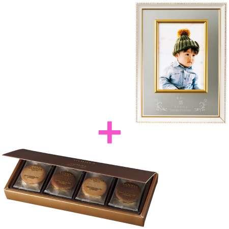 【送料無料】名入れ壁掛けクラシックフォトフレーム(小)とゴディバ クッキーアソートメント8枚入 たまひよSHOP・たまひよの内祝い