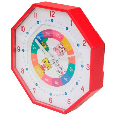 興味を持ち始めたら掛けてみよう!時計の読み方が身につくキッズ時計 子どもが興味を持っても、教えるのがむずかしい「時計の読み」。針の位置の数字を読むだけで「時間」と「分」が自分でわかるようになっていく掛け時計です。読み方をわかりやすく説明した「時計の読みの教え方シート」つき。 ●〈わかりやすい数字〉 大きくはっきり、読みやすい数字。1と7など、間違えやすい数字はわかりやすいようにオリジナルで作りました。 ●〈短い針で「じかん」がわかる〉 短い針が指している「じかん」の数字を読めれば、「なんじ」がわかります。 ●〈長い針で「ふん」がわかる〉 長い針は「ふん」。「じかん」と合わせて「なんじなんふん」がわかるように。 ●〈教えるのに苦労する「時計の読み方」をわかりやすくアドバイス〉 取り扱い説明書に掲載しています。 ●〈お手軽なくクラフト製〉 軽くて扱いやすいクラフト(段ボール)製。簡単にできる組み立て式です。 毎年人気のすっくのサンダルに新色登場! 暑い夏も、すっくの夏アイテムで快適に!●サイズ/縦約25.5(cm)・横約25.5(cm)・厚み約5(cm)・重量約246(g(単三電池込み))